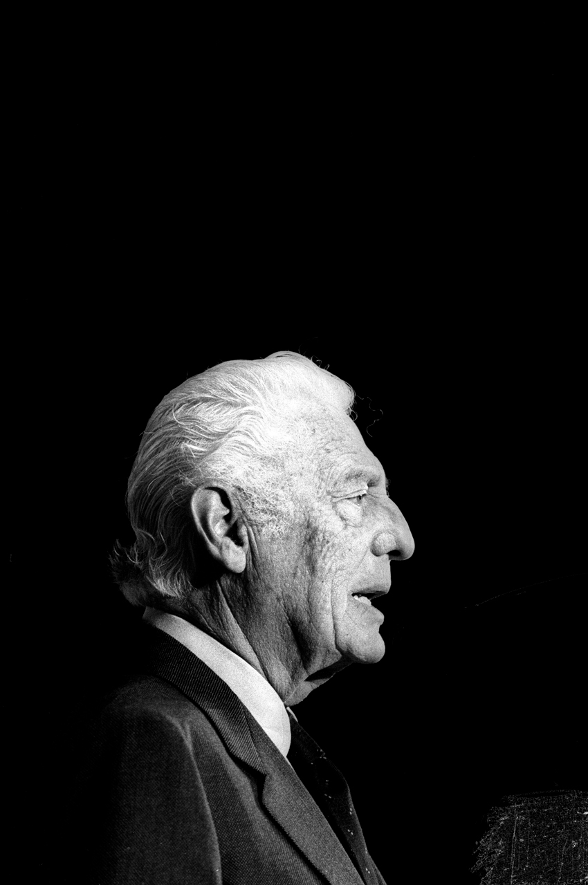 Gianni Agnelli a Milano nel 1992. © Leonardo Cendamo / LUZ gianni agnelli documentario